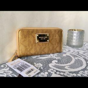 NWT✨Michael Kors✨GOLD Signature Wallet/Phonecase